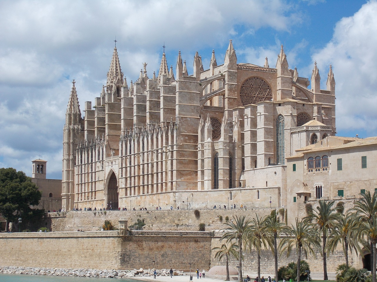cathedral-of-saint-mary-1740749_1280